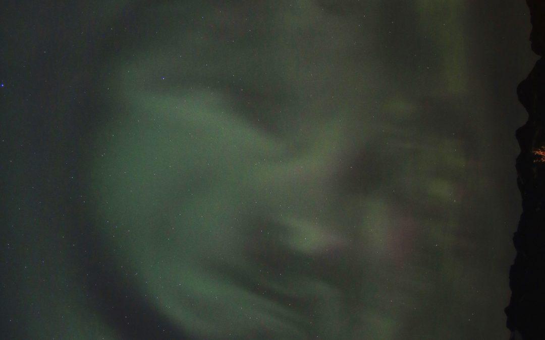 Ser du hva som skjuler seg i bildet av nordlyset?