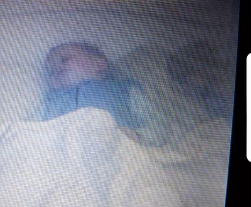 Babymonitoren avslører at babyen ikke er alene!